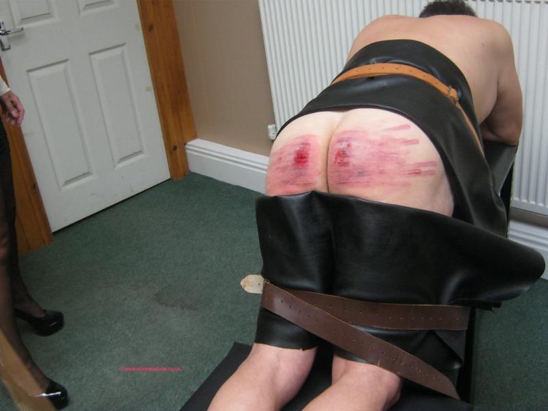 femdom slave gjennomsiktig truse